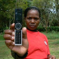 Esordisce in Zambia l'applicazione firmata dall'ong Internet.org, sostenuta dal fondatore di Facebook: fornisce connessione gratuita a una dozzina di servizi essenziali nel Paese africano, dalle previsioni del tempo all'informazione locale fino alla salute. La polemica: non mancano le app legate al social network