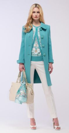 Turquoise midi coat & white  / Don't forget Sinchi™ and scarf / Be chic!