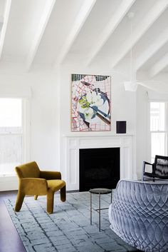 I SOARING CEILING I Ceiling lines and treatments can have such an impact on a space.This lofty raked ceiling with exposed rafters offset by… Exposed Ceilings, Exposed Rafters, High Ceilings, Beams, New Living Room, Living Room Decor, Living Spaces, Raked Ceiling, Roof Ceiling