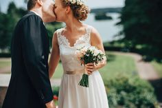 Groom |Bride | Clouds |Weddings |Wedding Photography |Jere Satamo | Hääkuva | Wedding Portrait |Beautiful couple |Kiss | Hääpotretti
