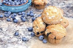 Learning how to make perfect blueberry muffins, doesn't take much time, but does take some attention. Mini Blueberry Muffins, Blue Berry Muffins, Mini Muffins, Breakfast Time, Breakfast Recipes, Delicious Desserts, Yummy Food, Muffin Bread, Muffin Top