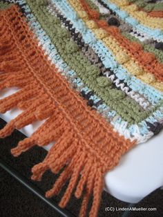 Linden's Pensieve shares a free pattern for the afghan above - The Baby Bobble Afghan.  The edging is really different.  I don't...