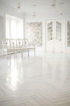 herringbone tile floor is great made a mano White Herringbone Tile, White Tiles, Herringbone Floors, Herringbone Pattern, White Marble, White White, Pandomo Floor, White Wood Floors, White Flooring