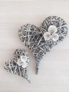 Srdce - strakaté / Zboží prodejce LivDeco   Fler.cz Paper Basket Weaving, Willow Weaving, Dollar Store Crafts, Diy Crafts To Sell, Magazine Crafts, Wicker Hearts, Newspaper Crafts, Heart Crafts, Love Craft