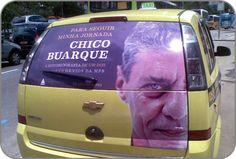 Novo produto TAXIDOOR EXTENDED circula pelas ruas com a campanha da Ediouro de divulgação da Fotobiografia do Chico Buarque.
