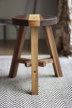 Milking Stool with lap joint Small Furniture, Wood Furniture, Furniture Design, Diy Stool, Wood Stool, Cafe Chairs And Tables, Wooden Stool Designs, Refinished Table, Milking Stool