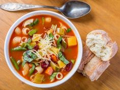 Receta de Sopa Minestrone | La sopa minestrone es una sopa italiana ideal para un día frío. Es una receta barata pero con alto valor nutricional.