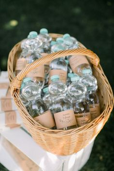 Personalized water bottles for the wedding Inspiration for the summer wedding. Water bottles with a personalized banderole on kraft p. Garden Wedding, Diy Wedding, Dream Wedding, Wedding Day, Gown Wedding, Budget Wedding, Wedding Dreams, Elegant Wedding, Lace Wedding