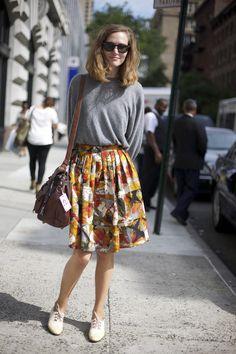 Weekend casual | grey dolmn top, floral printed skirt, sneakers/oxfords, wayfarer sunglasses, cognac handbag