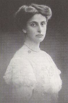 Princess Louise of Battenberg, second daughter of Victoria, future Queen of Sweden. 1907.