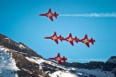 f5E tiger swiss air force patrouille suisse Fun Fly, Swiss Air, Aerial Acrobatics, Tiger Ii, Aeroplanes, Air Show, Sky High, Military Aircraft, Switzerland