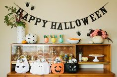 Kids' Halloween Crafting Party | theglitterguide.com
