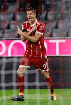 Robert Lewandowski love you.You are Our King. Robert Lewandowski, Sport Football, Football Players, Soccer, Football Stuff, Chelsea, Milan, I Robert, Fc Bayern Munich