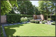 zelfde mooie strakke tuin vanuit andere invalshoek gezien