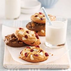 Une pâte à biscuits, 5 variantes décadentes - En étapes - Cuisine et nutrition - Pratico Pratique Cookie Pie, Pavlova, Cookie Recipes, Muffins, Deserts, Food And Drink, Favorite Recipes, Sweets, Cookies