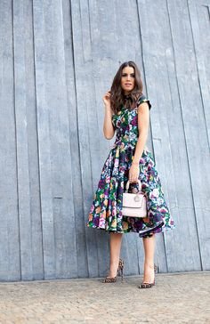 Floral Dress A Wardrobe Essential For Spring And Summer Cute Dresses, Beautiful Dresses, Gorgeous Dress, Floral Dresses, Modest Fashion, Fashion Dresses, Feminine Fashion, Outfit Elegantes, Meeting Outfit