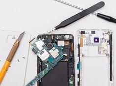 Écran cassé, pile en perte d'autonomie, dommages causés par des liquides… Nos conseils pour faire réparer votre téléphone intelligent sans vous ruiner.
