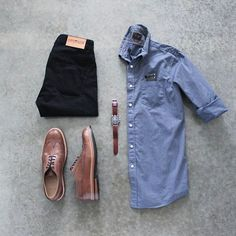It's a chino and wingtip kind of day ⌚️ Shirt: @jachsny Pants: @loyalcollective Shoes: @junkardcompany Watch Strap: @shop_wornandwound Sunglasses: @rayban