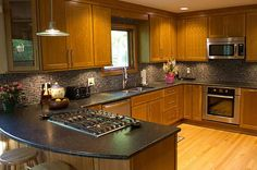 Love the shape of the kitchen countertops in this @Innovative_Int kitchen design idea.