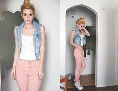 Pantalón rosado, Bff blanco y casaca Jean, outfit