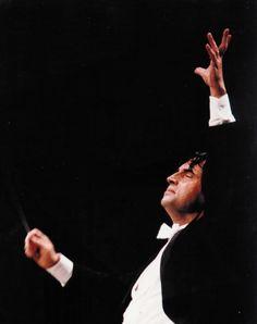 See Riccardo Muti perform.