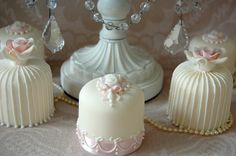 MIni Cakes by Sweet Tiers Cakes