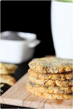Des cookies sans chocolat, ni noix de pécan, ni même de nougatine et pourtant gourmands ? Et bien c'est possible avec tout simplement des flocons d'avoine,
