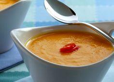 Sirva esse delicioso creme de abóbora com cream cheese bem quentinho. É leve e cheio de sabor!