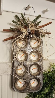 Wouldn't this be cute with punch needle faces instead of the painted ones? Wouldn't this be cute with punch needle faces instead of the painted ones? Rustic Christmas, Christmas Art, Christmas Projects, Winter Christmas, Christmas Signs, Christmas Wreaths, Christmas Ideas, Christmas 2019, Primitive Christmas Decorating