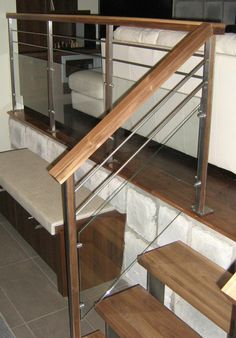 Acier inoxydable avec insertion de bois et verre Stairs Tiles Design, Staircase Railing Design, Balcony Railing Design, Iron Staircase, Tile Design, Railings, Stair Renovation, Escalier Design, Stair Walls
