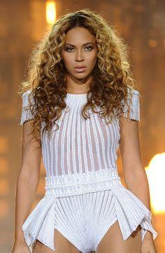 """Beyonce durante su presentación en el Ziggo Dome en Amsterdam, concierto dentro de la gira """"Mrs. Carter Show World Tour 2013"""". AP"""