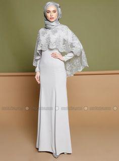 How to Wear Cape Dress with Hijab Ideas – Girls Hijab Style & Hijab Fashion Ideas Islamic Fashion, Muslim Fashion, Modest Fashion, Fashion Dresses, Dress Brokat, Kebaya Dress, Muslim Evening Dresses, Muslim Dress, Hijab Gown