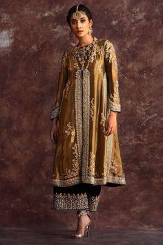 Orders open for November/ December formal Wear, January/February bridal wear. Shadi Dresses, Pakistani Formal Dresses, Pakistani Wedding Outfits, Pakistani Dress Design, Bridal Outfits, Indian Dresses, Indian Outfits, Pakistani Party Wear, Ethnic Fashion