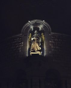 Ange de nuit    #Bruxelles #brussels #eglise #saintmichel #night #nuit #city #monument #light #lumiere #photonight #architecture #architecturelovers #photooftheday #photography #photoshoot #pic #iphone6s #promenadedusoir #promenadenocturne #lumiere #instagood #instamoment #art #angel