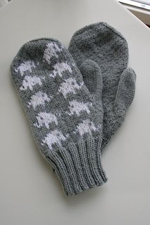 Elephant mittens by Emmelie Cedergren