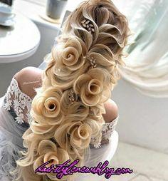 Wedding hairstyle, her hair looks like flowers! Braided Bun Hairstyles, Easy Hairstyles, Hair Updo, Gorgeous Hairstyles, Winter Hairstyles, Hairstyle Ideas, Wedding Hairstyles For Long Hair, Hair Wedding, Hairstyle Wedding