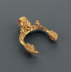 Phoenix Ancient Art brings some examples of Hellenistic Jewelry.          Crescent-shaped pendant