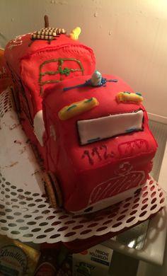 Fire Feuerwehrauto Torte. Meine 1 mit Rollfondant. :) Die nächste ist hoffentlich schöner :) Cake, Desserts, How To Make, Food, Firetruck, Homemade, Pies, Nice Asses, Tailgate Desserts