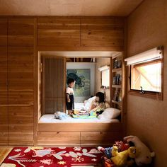 Cute! This is a very creative way to have two childrens bedrooms. This could be a good way to split a large room into two...?!