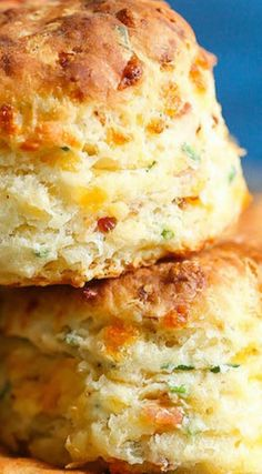 Bacon and Cheddar Chive ~The BEST savory biscuits you will ever have. Perfectly flaky and buttery every time! Savoury Biscuits, Homemade Biscuits, Breakfast Biscuits, Oatmeal Biscuits, Easy Biscuits, Sausage Biscuits, Cinnamon Biscuits, Fluffy Biscuits, Savory Scones