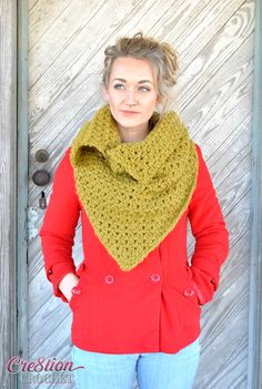 The Blustery Day cowl is a fun free convertible crochet cowl that can be worn in 4 different ways, the perfect accessory for those cold winter days.