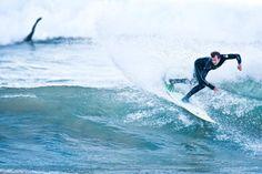 Amigos navegando por la internet llegamos a sunvalleysurf.com un interesante sitio en donde encontramos un articulo digno de compartir ellos lo denominan las reglas doradas del SURF, estos son algunos tips y consejos de como realizar trucos, seleccionar una tabla etc…