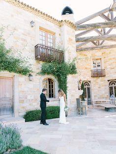 Photography: Luna de Mare  - lunademarephotography.com   Read More on SMP: http://www.stylemepretty.com/2015/09/21/intimate-summer-sunstone-villa-wedding/