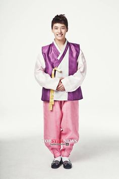 Dino looks so cute in traditional clothes. I'm totally fangirling over him.