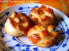 Juhtúrós Pogácsa - Hearty Hungarian pogan with feta - Backen Baby, Hungarian Recipes, The Breakfast Club, Appetisers, Feta, Appetizer Recipes, Brunch, Bakery, Deserts