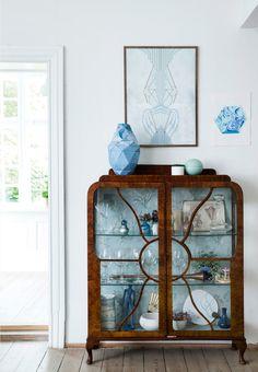 Antikt vitrineskab