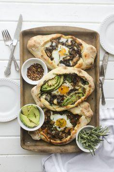 Breakfast Khachapuri, 3 ways Healthy Breakfast Recipes, Brunch Recipes, Dinner Recipes, Healthy Eating, Healthy Recipes, Brunch Ideas, Khachapuri Recipe, Pide Recipe, Cooking For A Crowd