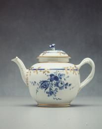 Teapot with lid, soaprock porcelain, hand painted by James Giles, made by Worcester Royal Porcelain Co Ltd, England, c. 1770 - Powerhouse Museum Collection