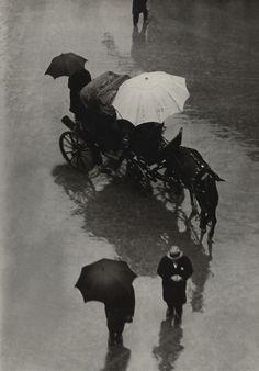 Martin Munkacsi: Procession, Palermo, Sicily, 1927.