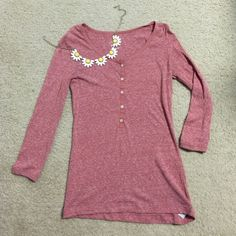 Old Navy Solid Red/Pink Shirt 3/4 Sleeve. Old Navy Shirt. Speckled design. Pre-Loved, only sign of wear is the size is slightly coming off *shown in 2nd picture. Old Navy Tops Button Down Shirts